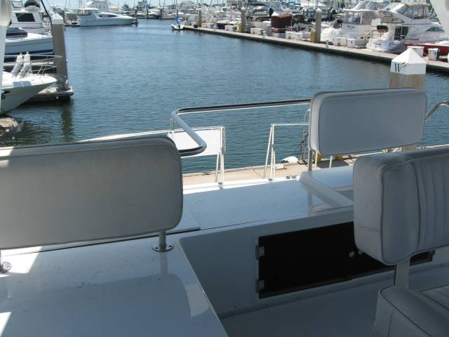 Ocean Alexander Sundeck 390 Flybridge View Aft Flybridge View Aft