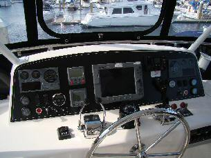 42 Sedan by Ocean Alexander Flybridge Helm