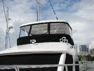 42 Sedan by Ocean Alexander  Flybridge Enclosure (2)