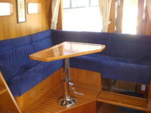 45' Symbol Pilothouse Trawler Pilothouse Seating