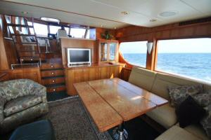 56' Symbol 54 Pilothouse Custom Salong Table