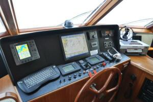 56' Symbol 54 Pilothouse - Pilothouse Helm
