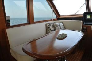 56' Symbol 54 Pilothouse - Pilothouse Dinette
