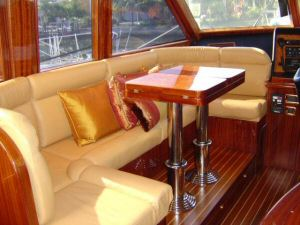 58 Symbol Pilothouse Portside Pilothouse Dinette