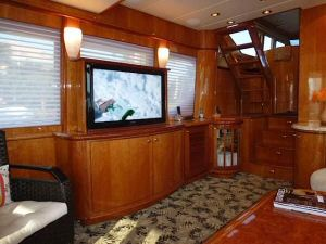 58' Symbol PIlothouse Port Salon Forward