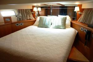Symbol 59 Classic Pilothouse  Forward VIP Stateroom