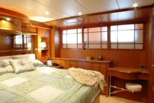 Symbol 59 Classic Pilothouse  Master Stateroom