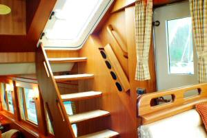 Symbol 59 Classic Pilothouse  - Pilothouse stairs to flybridge