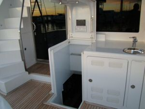 Ocean Alexander 64 Flybridge Stairs