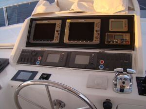 Ocean Alexander 64 Flybridge Dash