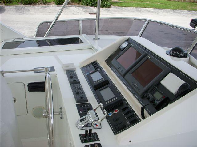 Ocean Alexander Motor Yacht 64' Flybridge Helm (2) Flybridge Helm (2)