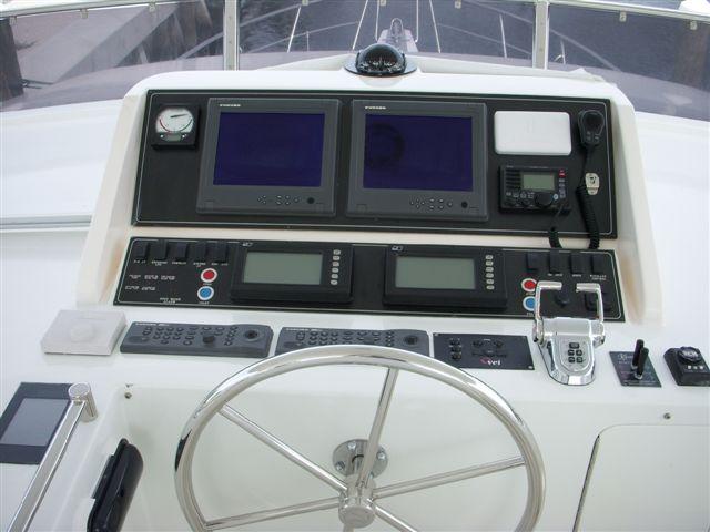 Ocean Alexander Motor Yacht 64' Flybridge Helm (1) Flybridge Helm (1)